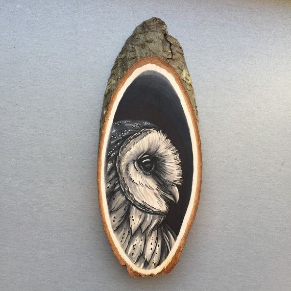 Wood slice with an original drawing of a barn owl 'tattoo style', wall decoration