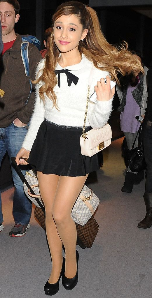 Ariana Grande once again looks like perfection! LOVE this cute airport outfit.