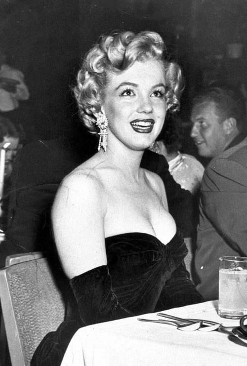 Marilyn Monroe At The Premiere For African Queen 1952