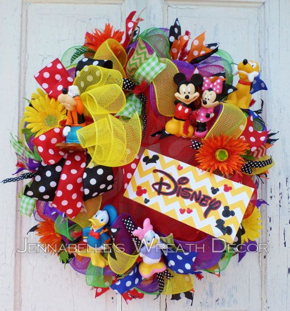 1000+ Ideas About Disney Wreath On Pinterest