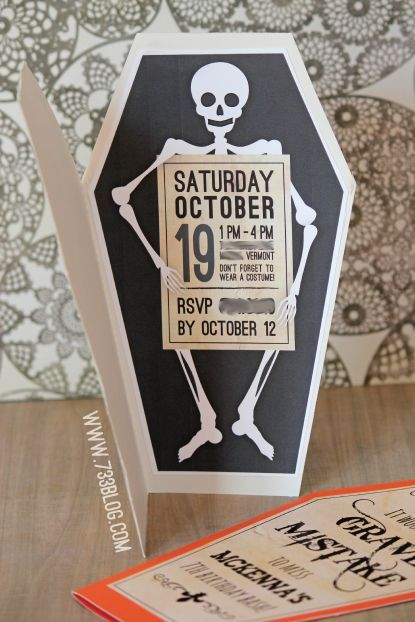 Hosting a fun Halloween Bash or Halloween Themed Birthday Party? These free printable invites are just what you need.: