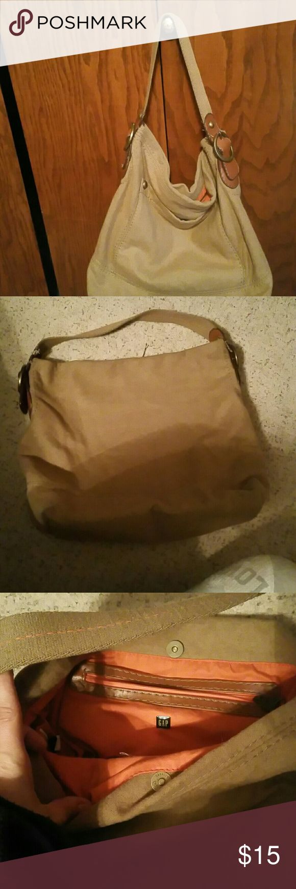 Gap purse This is a super cute Gap brand purse. It is in good condition.  It has a snap closure. Pocket on outside of purse and pockets inside. Purse measures 16 wide by 15 tall and a 6 inch handle. GAP Bags