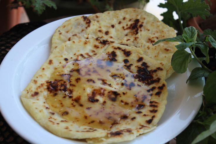 Σφακιανές πίτες ή Σφακιανόπιτες! Ξακουστή πίτα στην Κρήτη για την νοστιμιά της αλλά και για την ευκολία παρασκεύης της .Θα την βρείτε σχεδόν παντού στα Σφακιά, σε ολο τον νομό Χανίων, αλλά οχι μόνο…