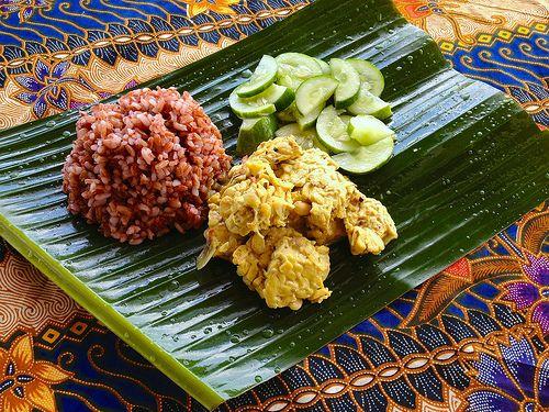 Tempeh Bali style: www.downwardfacingdog.nl/tempeh