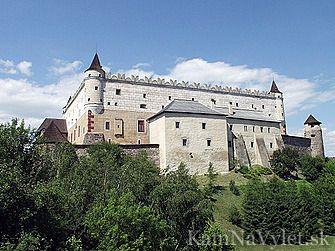 Národná kultúrna pamiatka Zvolenský zámok je dominantou a symbolom stredoslovenského mesta Zvolen. Tento goticko–renesančný zámok dal postaviť v 70. rokoch 14. storočia uhorský kráľ Ľudovít I. ako poľovnícke sídlo uhorských kráľov. V súčasnosti je zámok pod správou Slovenskej národnej galérie, ktorá ho využíva na výstavy svojich expozícií. Medzi stále expozície patrí výstava kópií diel Majtra Pavla z Levoče alebo výber z diel európskeho výtvarného umenia.