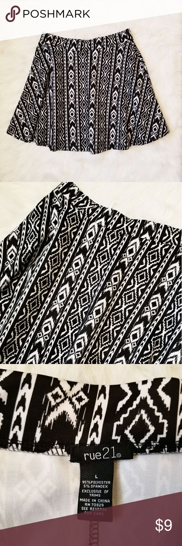 Aztec Print Skirt Black and white Aztec Print Skirt. True to size. Rue 21 Skirts A-Line or Full