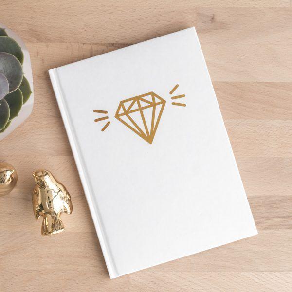 Notizbuch in weiß mit goldenem Diamant • Onlineshop www.prettypott.de #notizbuch #diamant