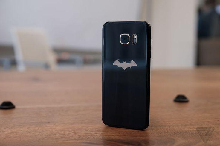 Trên tay smartphone của Người dơi - Samsung Galaxy S7 Injustice Edition