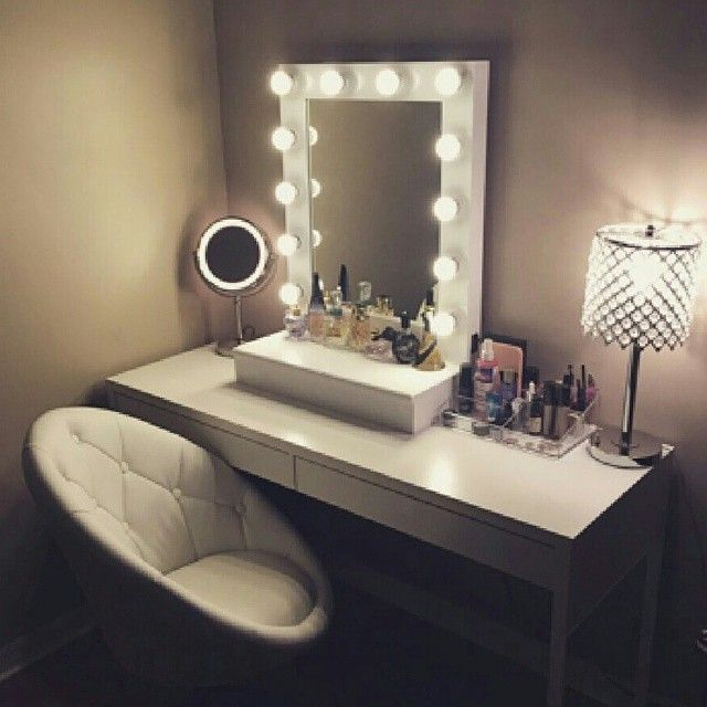 hollywood vogue vanity mirror with drawers shops makeup and interiors. Black Bedroom Furniture Sets. Home Design Ideas