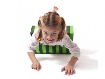 Cilindro con stop Este producto esta diseñado para fortalecer el cuerpo superior e inferior de los niños. Evita el deslizamiento desmedido hacia adelante y ayuda al niño a fortalecer diferentes músculos dependiendo en que posición se utilice.