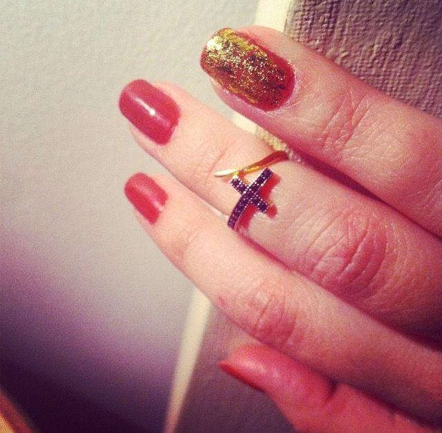 #nails #nailsart #design #gold #ring #shortnails