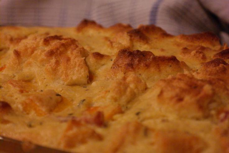 <p>Voor de donkere avonden; het recept van Hex voor de maand november: 'soufflédepotimarron'. Voor een ovenschotel voor 4 personen heb je nodig: een goeie halve kilo potimarron, 4 eieren, 100 gram parmezaan en 20 gram boter. Begin met een klassieke béchamel te maken: de boter smelten, bloem toevoegen, tot een …</p>