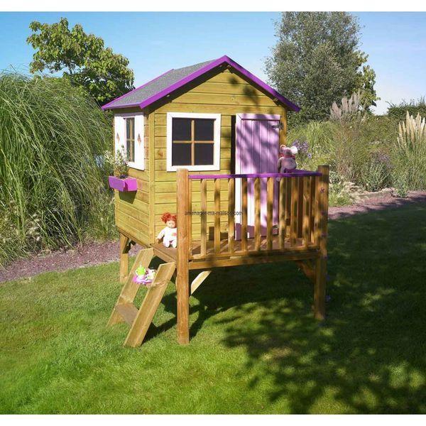 Une maisonnette en bois sur pilotis à poser au fond du jardin, pour le plus grand plaisir de vos enfants. Importé par Aménager ma maison sur Kozikaza.