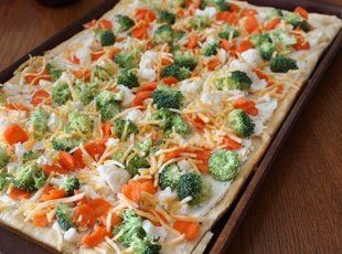 Veggie Pizza 2 can(s) pillsbury crescent roll dough (use this kind only!) 1 8 oz brick softened cream cheese 1/2 c sour cream 1/2 c mayonnaise 1 pkg dry hidden valley ranch mix 1 pkg broccoli florets (chopped) 1 pkg match stick carrots (carrot shreds) 3 colored bell peppers (chopped) (red, yellow, green or orange)