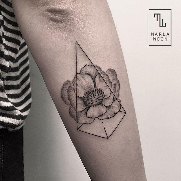 tattoo tatuagens linhas finas marla moon flor