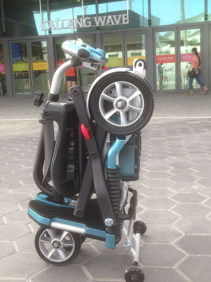 Heartway S19 Brio, portable electric scooter which can be folded up and load into car boot, check into airplanes for overseas travel etc.