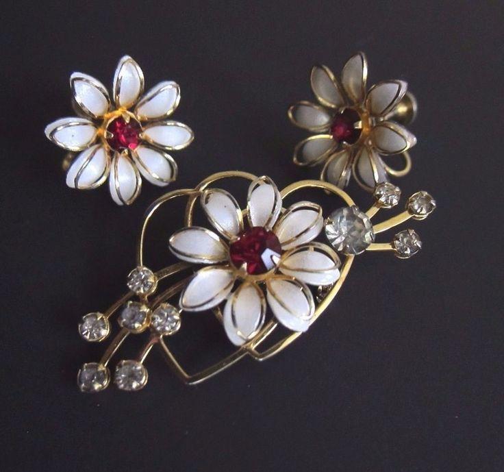 B n bugbee niles flower vintage gold tone rhinestone for Bugbee and niles jewelry