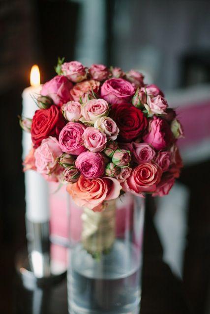 die besten 25 brautstrau rote rosen ideen auf pinterest hochzeitsblumen rote rosen rote. Black Bedroom Furniture Sets. Home Design Ideas