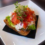 モンディアルカフェ328 - 料理写真:サーモンオープンサンド