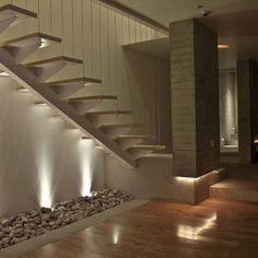 Debajo de la escalera , no se que poner !!!!!!!!   Decorar tu casa es facilisimo.com