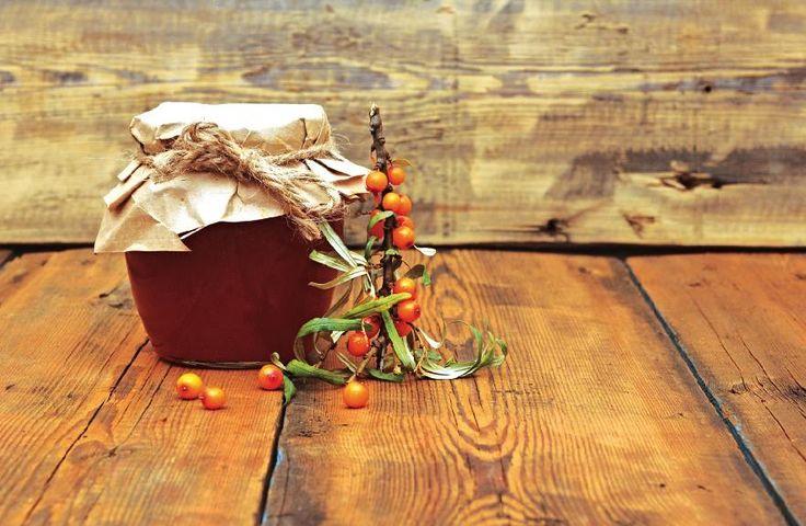 Rakytníkový džem Na 1 kg rakytníku 1 želírovací cukr a voda. Omyté plody zalijeme vodou a vaříme doměkka. Přidáváme cukr do zhoustnutí. Džem plníme do vypařených sklenic, uzavřeme je a obracíme dnem vzhůru do vychladnutí.