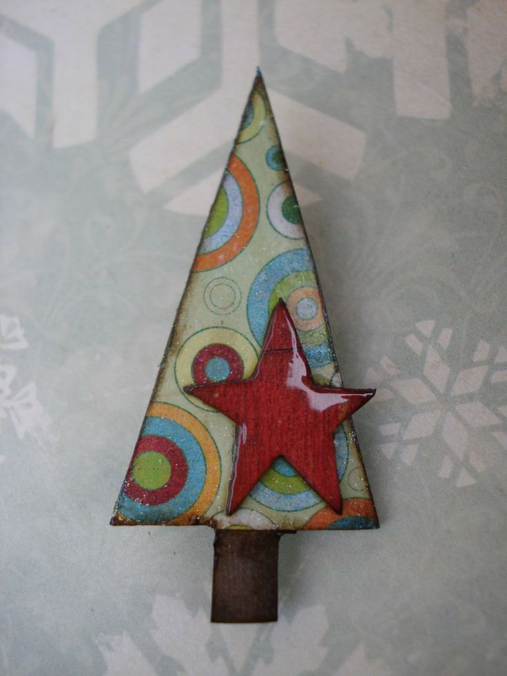 fUnKy cHriStmAs tRee bRoOch retRo circLes reD stAr. $10.00, via Etsy. #handmade