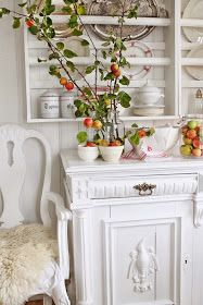 Jeg bare ELSKER epler som dekorasjon og selfølgelig som frukt å spise...men å lykkes med å få en hel kvist med små epler har jeg aldri få...
