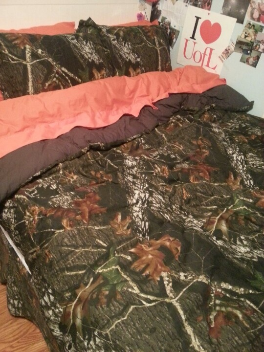this really is my bed just took the picture. camo and orange bed set!