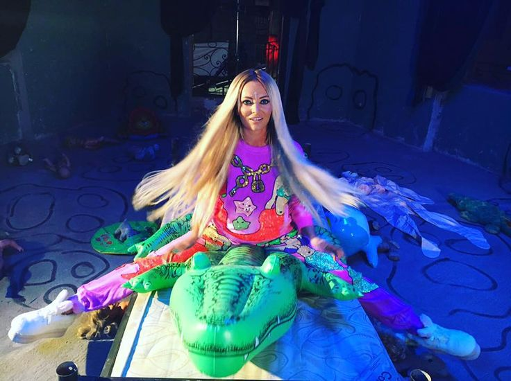 Delia arata absolut superb!! In noul sau videoclip al melodiei #1234 poarta Extensiile BelHer Clip-On din Par Natural Remy Gama VIP!! Si tu poti avea un par de Diva: http://www.belher.ro/108-extensii-clip-on Bd. Pache Protopopescu, nr. 6, Bucuresti  #belher #extensiiparnatural #belherbucuresti #magazinextensiibucuresti