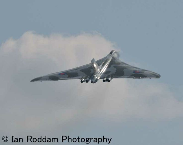 RAF Cosford 2013, XH558 turns away from crowd