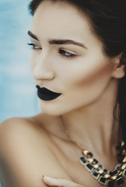 красивый макияж, черная помада, темные губы, колье, брови, брюнетка, make up