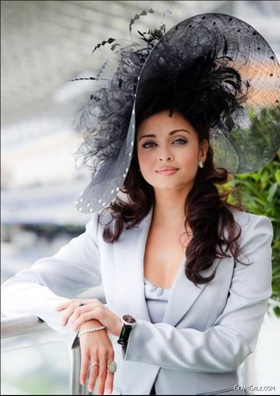 Ravishing Aishwarya at Longines Royal Ascot.  Love the whole outfit, especially the hat!