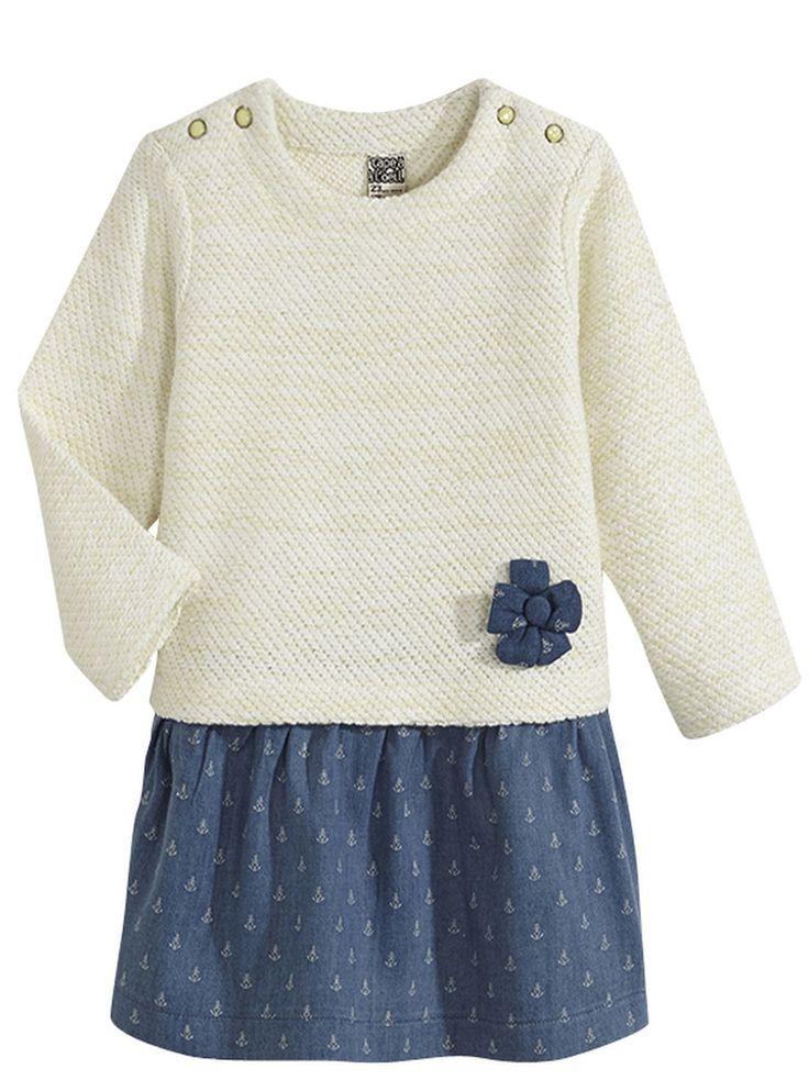 Robe Tapeà l'oeil petite fille bi-matière : haut pull blanc avec petite fleur bleue, bas jupette en jean avec motifs ancres Robe parfaite pour la mi-saison (printemps) #mode #bebe #fille #naissance #mixte #hiver #ete