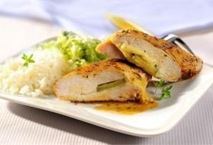 Pierś kurczaka z mozzarellą - brakujący składnik ogórek konserwowy link http://www.winiary.pl/przepis.aspx/76183/piers-kurczaka-z-mozzarella#
