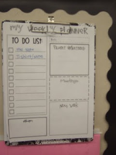 "What the Teacher Wants!: Organizational ideas. Put on cute clipboard, hang near desk and you always have easy access on what you need to do. Worried about confidential items at times? On the ""To Do List"" portion write 'sticky note' and you'll know to look on the back of the paper to see your 'sticky note' that tells you what you need to do. Ingenious ;-): Classroom Decor, Teacher Stuff, Crosses Things, Home Management, To Do Lists, Classroom Organizations, Classroom Management, Classroom Ideas, Management Mondays"