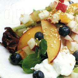Foto de la receta: Ensalada de verano con frutas y queso cottage