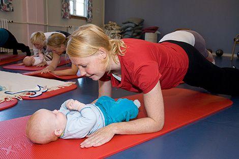 I Efterfødselstræningen er der fokus på grundig genoptræning af bækkenbund, mave, ryg og skuldre, som nu trænger til særlig opmærksomhed.