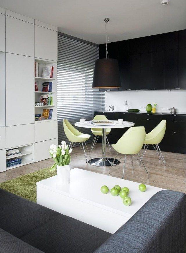 Wohnzimmer Ssbereich Schwarze Küchenzeile Grüne Akzente Graues Sofa Weißer  Couchtisch