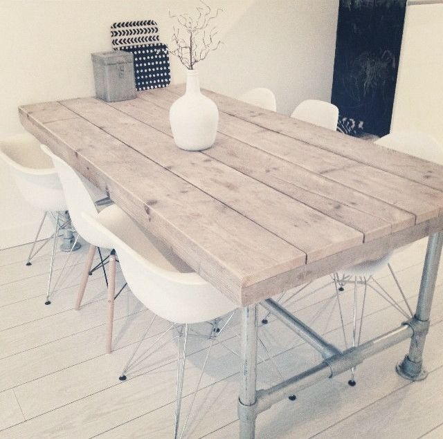 Industrial dining table galvanized pipe // wood beams & support