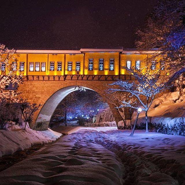 Karla boğuşmanın dayanılmaz hafifliği.. #bursa #bursada #fotografheryerde #geziyorum #travelingram #photooftheday #instatravel #benimgozumden #instamood #instaturkey #turkportal #turkobjektif #fotografturkiye #altinkare #objektifimdenyansiyanlar #anadolugram #architecture #tb #hayatandanibarettir #night #bursayasam #aniyakala #snow #winterphotography #fotograf #kadrajimdan #objektifimden #travelgram #turkinstagram #erdinçaltun