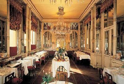 Caffè ristorante Del Cambio a Torino, ebbe illustri frequentatori e principalmente il Conte Camillo Benso di Cavour