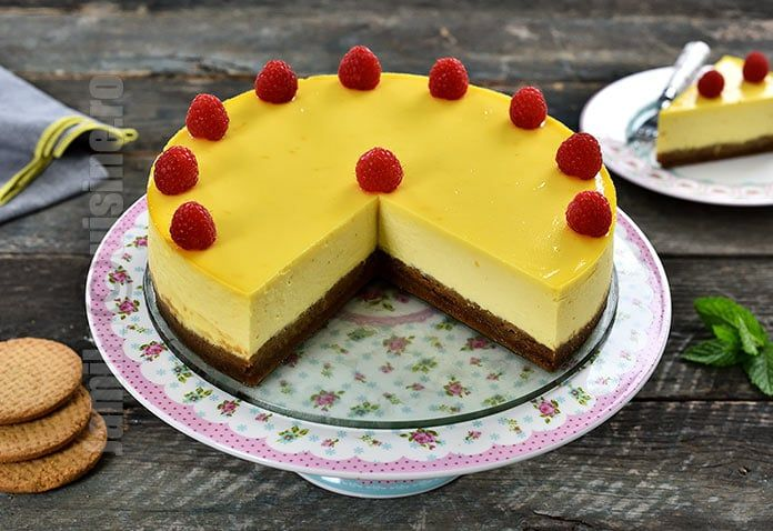 Reteta de cheesecake la cuptor este unul dintre cele mai bune deserturi pe care le-am mancat. Iubesc prajiturile cu branza, atat coapte, cat si fara coacere