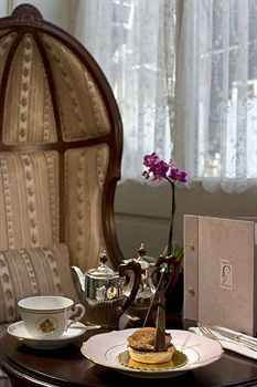Pera Palace Hotel, Istanbul ethery thing is change..no more old tea pot but tea in a cup...orrible!