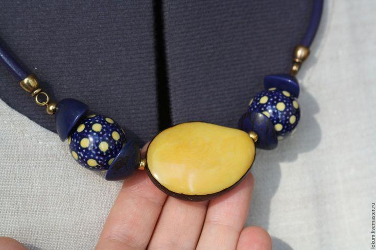 Купить Колье Желто-синий горошек(орех Тагуа и керамика) - чокер, короткое колье, украшение на шнуре