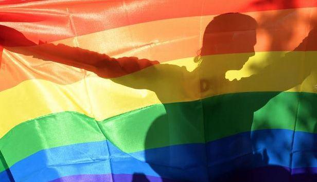 Non è il Gay che si spoglia. Il maschiaccio è un altro