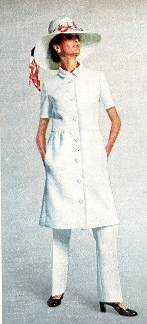 1970 Le chasseur français-1970 spring fashion. I love a good tunic and slack outfit.