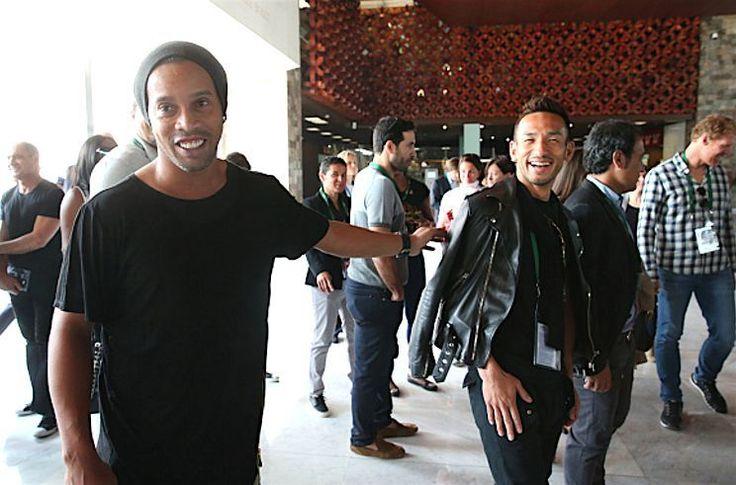 #HidetoshiNakata smiles with #Ronaldinho (@ronaldinhooficial) as they visit the National Museum of Anthropolgy with the #FIFA Legends ahead of the 66th FIFA Congress on May 11 2016 in Mexico City.  #nakata  #中田英寿 #nakata #hidenakata #나카타히데토시 #中田英壽 #nakatahidetoshi by nakata_hidetoshi