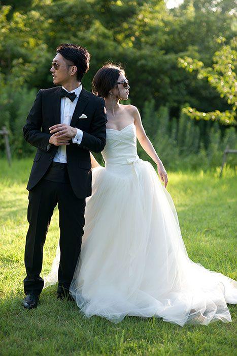 森林フォトウェディング。大阪で結婚写真の洋装ロケーション。