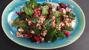 Salat, blåskimmelost, rødbeder, valnødder