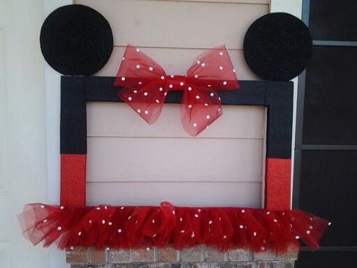 Frame Minnie Mouse photo booth ideas